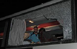 Fenerbahçe otobüsünü taşladılar.9896