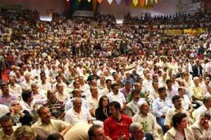 DTP Kongresinde Öcalan posteri açıldı.21445