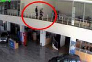 Acemi hırsızlar kameraya takıldı.10602