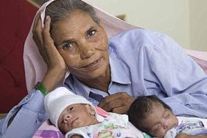 70 yaşında ikiz doğurdu!.12261