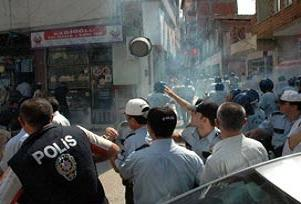 Fındık üreticilerinden AKP binasına saldırı.13947