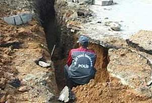 Şişli'de yol çöktü bir mahalle alarmda.18843