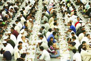 Dünyanın en uzun iftar sofrası.23667