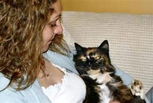Kaybolan kedi  9 yıl sonra evine döndü.13466