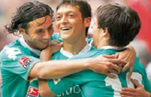 Mesut Özil en iyi 11'de.12893