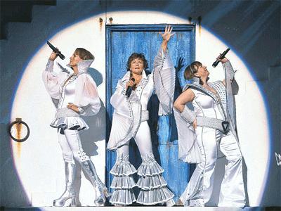 ABBA şarkıları Mamma Mia Müzikalinde.28371