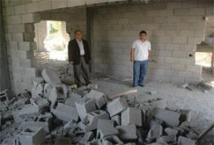Hakkari'de cami duvarlarını yıktılar.12636