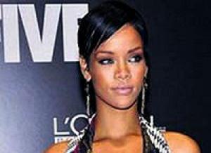 Rihanna moda markas� oluyor .10710