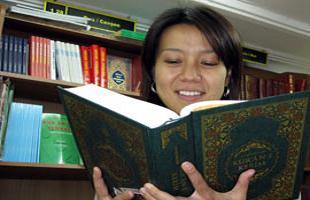 Müslümanlığı öğrenmeye karar verdi.13772