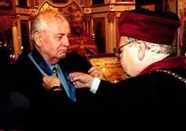 Gorbaçov yeniden siyaset arenasında.8583