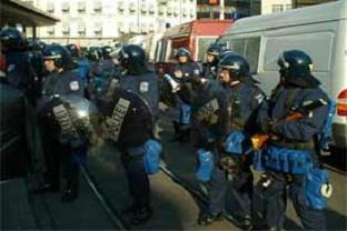 Maskerli grup polisle çatıştı!.14057