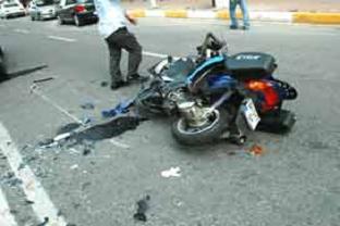 Motosiklet otomobille çarpıştı: 1 ölü.12484