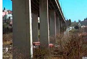 Alkollü sürücü 20 metreden çakıldı.11409
