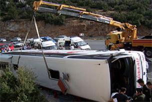 Yolcu otobüsü devrildi: 37 yaralı.15990