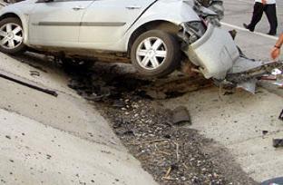Otomobil takla atti : 1 ölü, 1 yaralı.15461