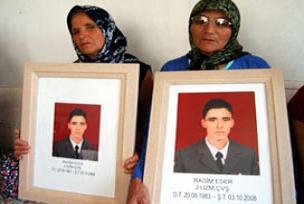 Öz ve üvey anne taziyeleri kabul etti.11646