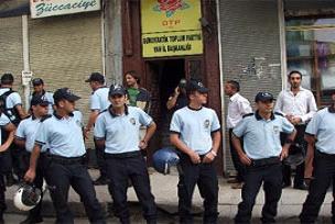 İzmir'de 44 DTP'li gözaltında.17369