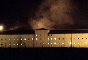 İngiltere'de 400 mahkum isyan etti.8710