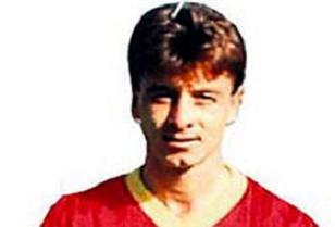 Eski futbolcu halı sahada öldü.7638