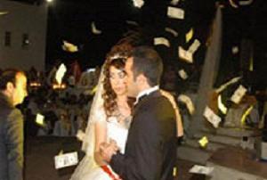 Aşiret düğününde dolarlar havada uçuştu.11514