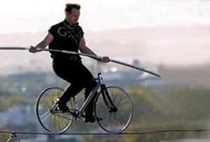 41 metre yüksekte ipte bisiklet!.9217