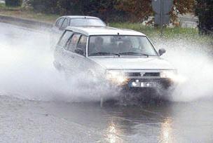 Sarıyer'de caddeyi su bastı.10942