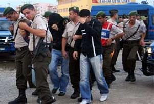 15 PKK yandaşı tutuklandı.16042