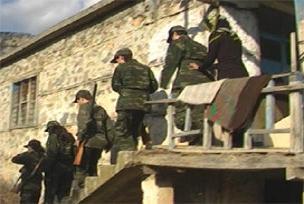 Silahlanan kızlar 'Askere alın' dedi.15388