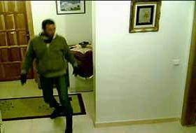 Hatay'daki hırsızı İsviçre'den gördü.8845