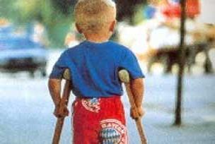 Engelli çocuklara özel giysiler üretti.11609