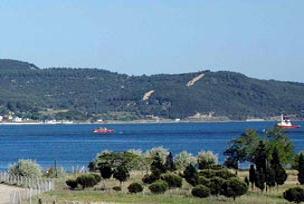 Çanakkale'de deniz 10 metre çekildi.11457