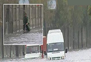 İstanbul'da yollar göle döndü.15663