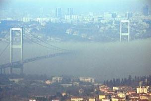 Yoğun sis boğazı trafiğe kapattı.9054