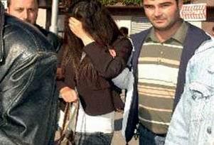Evden kaçan 2 kız Adana'da yakalandı.16021