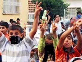 Polis taşlayan çocuklara 23 yıl istendi.11872