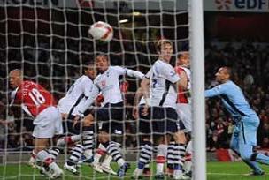 Arsenal, Stoke'ye boyun eğdi.18031