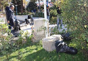 Türk büyükleri büstleri kırıldı.18746