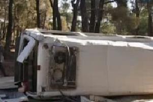 Hilvan'da minibüs devrildi: 8 yaralı.11055