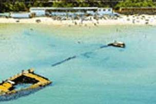 İzmir Limanı'nda gemi battı.9722