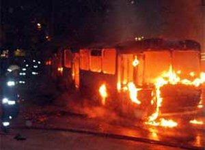 100 yolculu otobüs ateşe verildi.14506