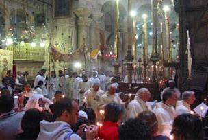 Papazlar ve rahipler yumruklaştı.15577