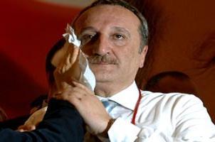 Bu haber Mehmet Ağar'ı terletir.9567