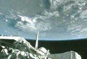 Hint uzay aracı ilk kez aya indi.12760
