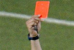 Hakem 15 kırmızı kart gösterince!.8786