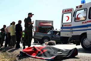 TIR kamyonetle çarpıştı: 3 ölü.18126