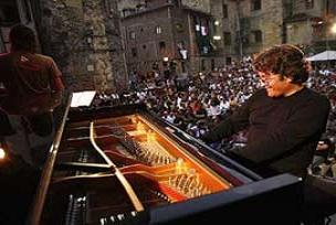 Dominguez konseri iple çekiliyor.15373