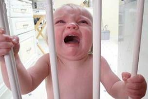 Ağlayan bebek ailesini kurtardı.9946