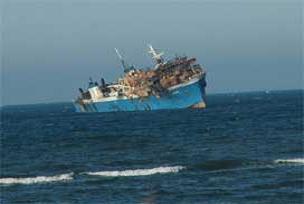 Çok sayıda gemi tehlike atlattı.8056