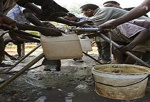 Zimbabve Kolera ve açlık pençesinde.21493