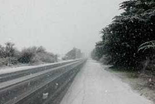 Sivas'ta kar yağışı etkisini artırdı.9231